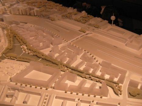 In der Mitte des Modells liegt das Planungsgebiet.Östlich des Parks sind die kleinteiligen Blocks zu sehen.
